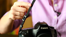 How to put strap on canon camera? (2020) 1