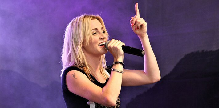 What is the best wireless microphone for singers? 1